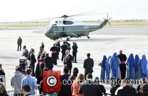 Crowds Waiting For Pope Francis To Depart Helicopter 1