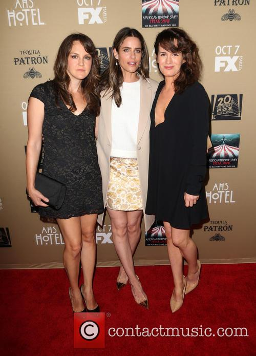 Amanda Peet, Elizabeth Reaser and Guest 2