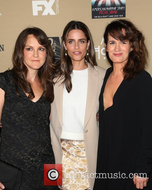Amanda Peet, Elizabeth Reaser and Guest 3