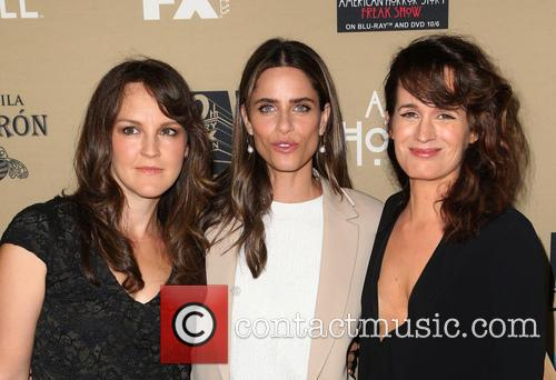 Amanda Peet, Elizabeth Reaser and Guest 4