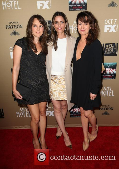 Amanda Peet, Elizabeth Reaser and Guest 5