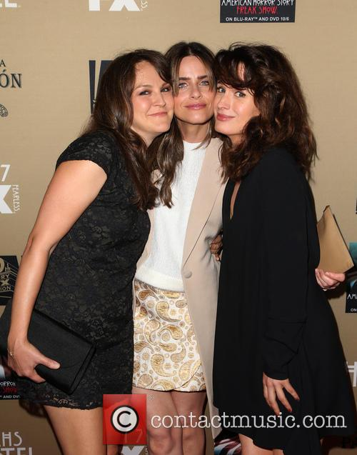 Amanda Peet, Elizabeth Reaser and Guest 1