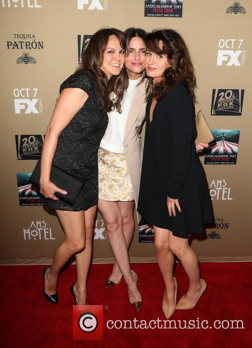 Amanda Peet, Elizabeth Reaser and Guest 7