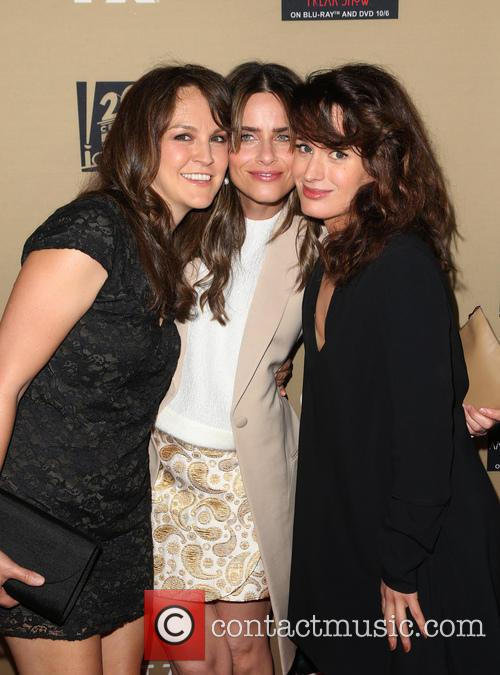 Amanda Peet, Elizabeth Reaser and Guest 8