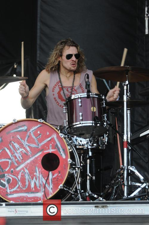 Tyler Bryant and The Shakedown 2