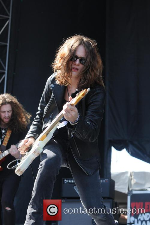 Tyler Bryant and The Shakedown 8