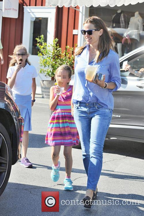 Jennifer Garner, Seraphina Affleck and Violet Affleck 2