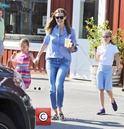 Jennifer Garner, Seraphina Affleck and Violet Affleck 3