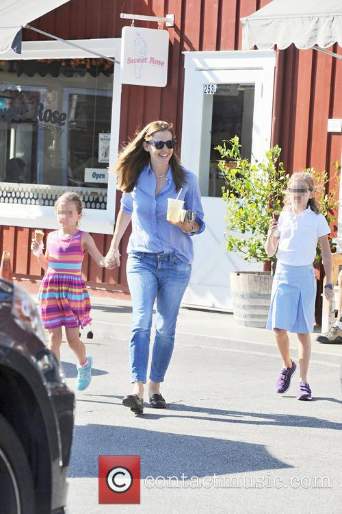 Jennifer Garner, Seraphina Affleck and Violet Affleck 4
