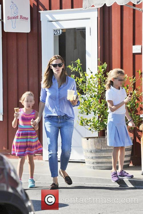 Jennifer Garner, Seraphina Affleck and Violet Affleck 5