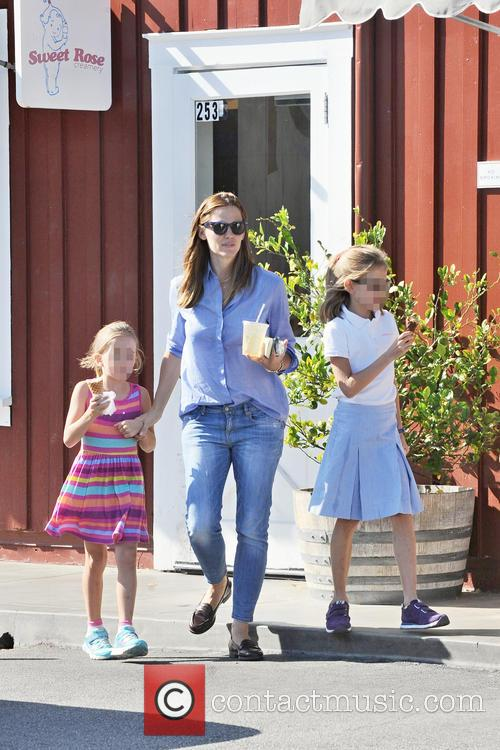 Jennifer Garner, Seraphina Affleck and Violet Affleck 6