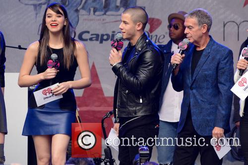 Hailee Steinfeld, Nick Jonas and Elvis Duran 3