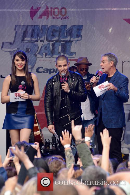 Hailee Steinfeld, Nick Jonas and Elvis Duran 4