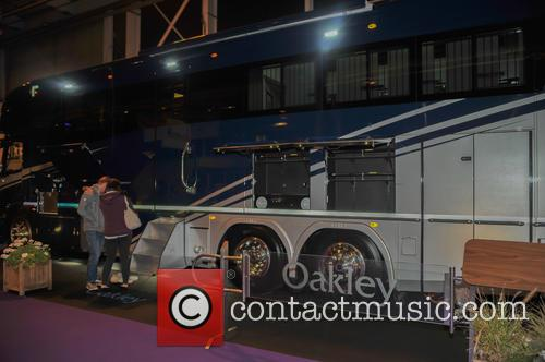 Atmosphere and Oakley Supremacy Horse Box 2