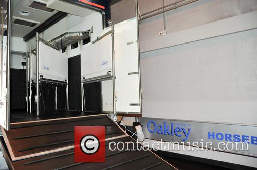 Atmosphere and Oakley Supremacy Horse Box 3