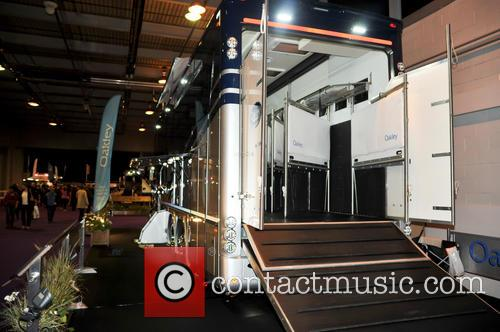 Atmosphere and Oakley Supremacy Horse Box 5