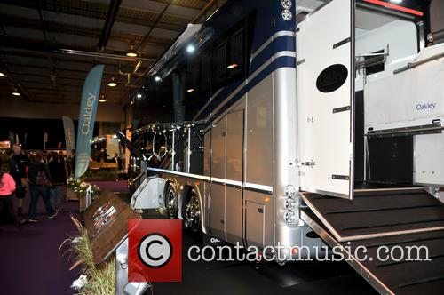 Atmosphere and Oakley Supremacy Horse Box 6