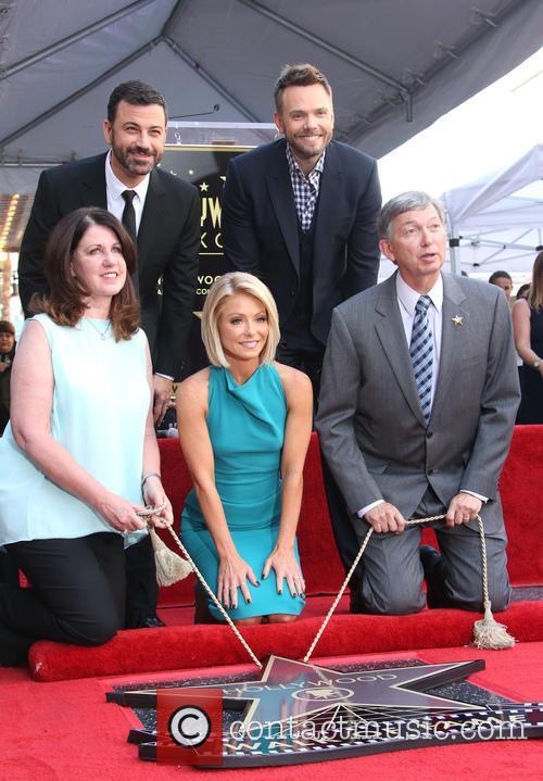 Jimmy Kimmel, Maureen Schultz, Joel Mchale, Kelly Ripa and Leron Gubler 2