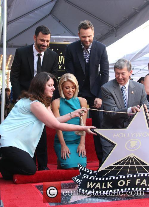 Jimmy Kimmel, Maureen Schultz, Joel Mchale, Kelly Ripa and Leron Gubler 3