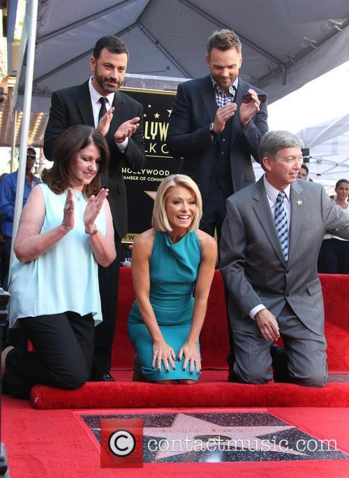 Jimmy Kimmel, Maureen Schultz, Joel Mchale, Kelly Ripa and Leron Gubler 5