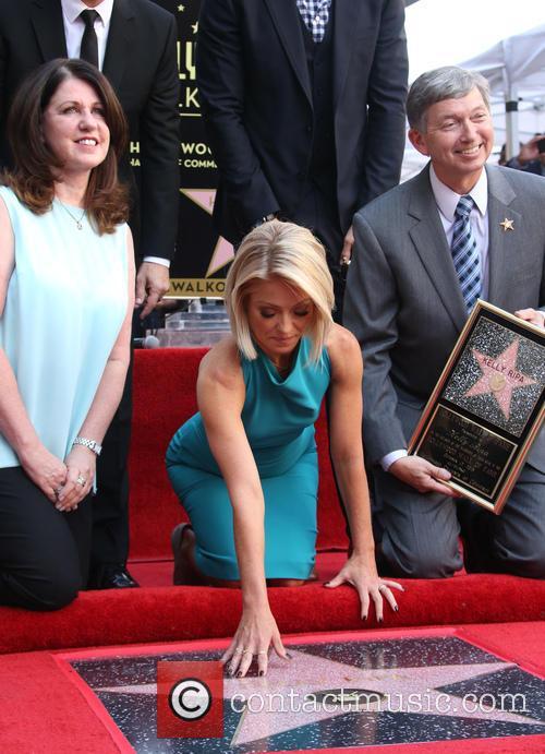 Jimmy Kimmel, Maureen Schultz, Joel Mchale, Kelly Ripa and Leron Gubler 6