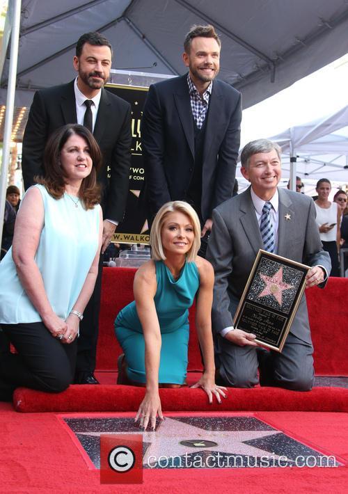 Jimmy Kimmel, Maureen Schultz, Joel Mchale, Kelly Ripa and Leron Gubler 7