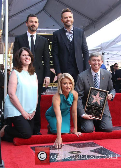 Jimmy Kimmel, Maureen Schultz, Joel Mchale, Kelly Ripa and Leron Gubler 8