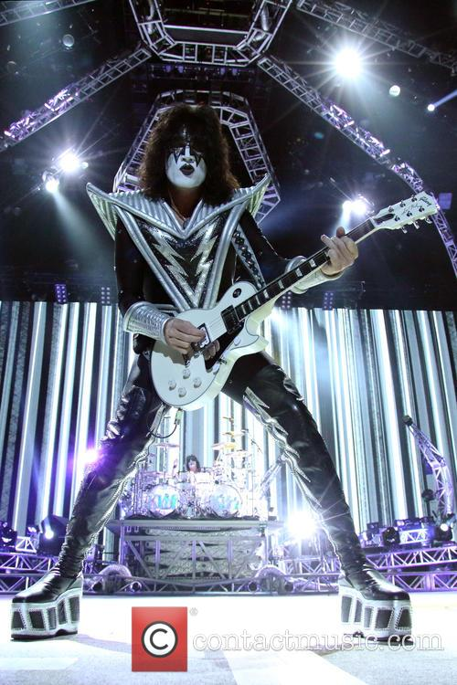 Kiss and Tommy Thayer 4