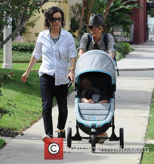 Sara Gilbert and Linda Perry 4