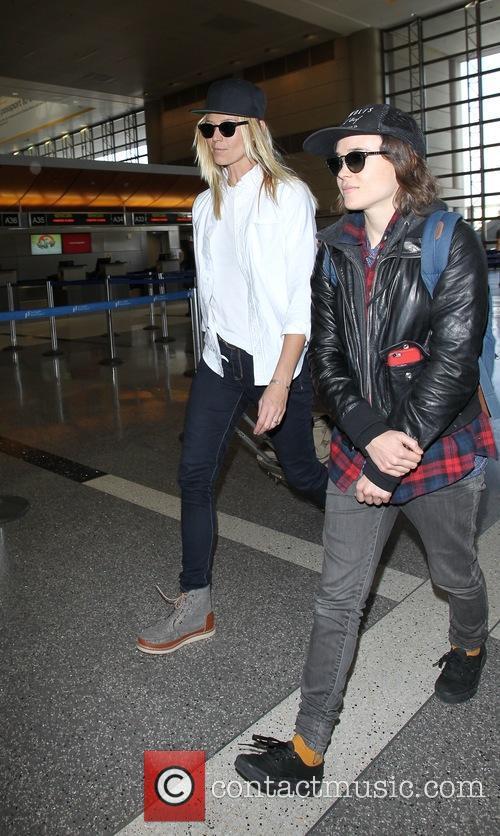 Ellen Page and Samantha Thomas 5