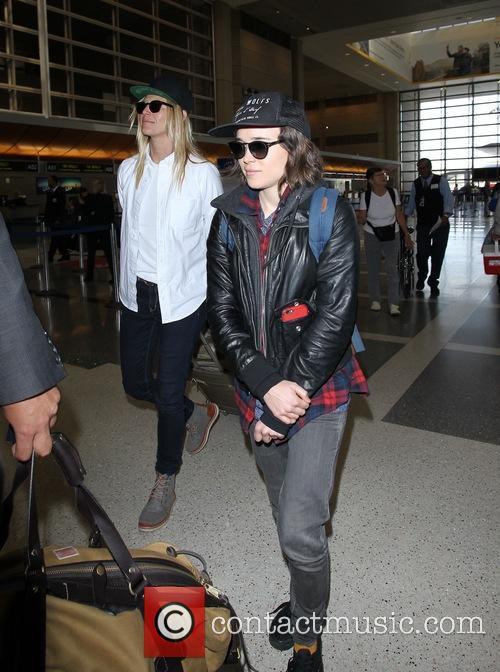 Ellen Page and Samantha Thomas 6