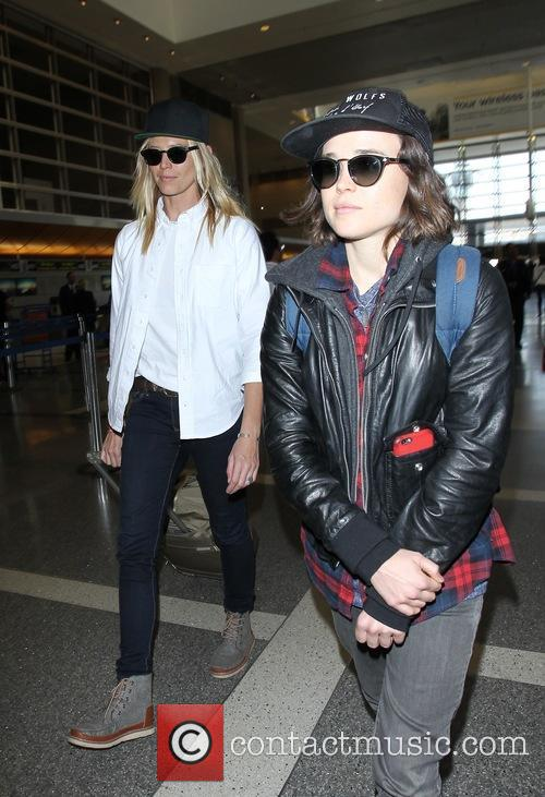 Ellen Page and Samantha Thomas 7