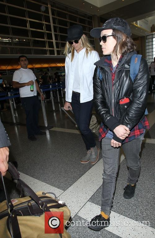 Ellen Page and Samantha Thomas 8