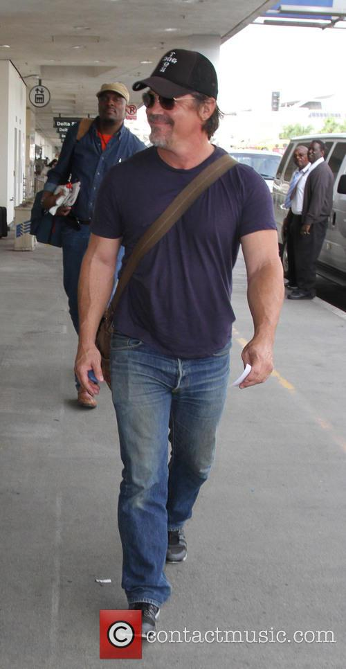 Josh Brolin arrives at LAX with fiance Kathryn...