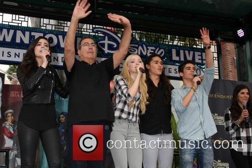 Sofia Carson, Kenny Ortega, Dove Cameron, Booboo Stewart and Cameron Boyce 1