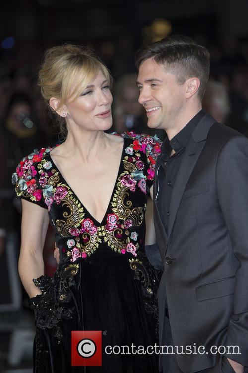 Cate Blanchett and Topher Grace 1