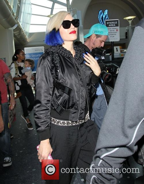 Gwen Stefani displays new dip dye hairstyle at...