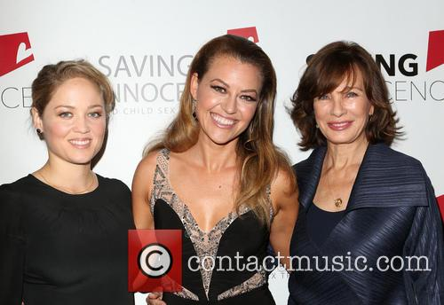 Erika Christensen, Kim Biddle and Anne Archer 3