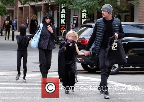 Liev Schreiber, Naomi Watts, Alexander Schreiber and Samuel Schreiber 6