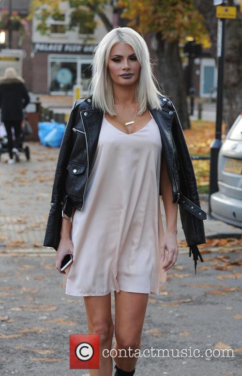 Chloe Sims 1