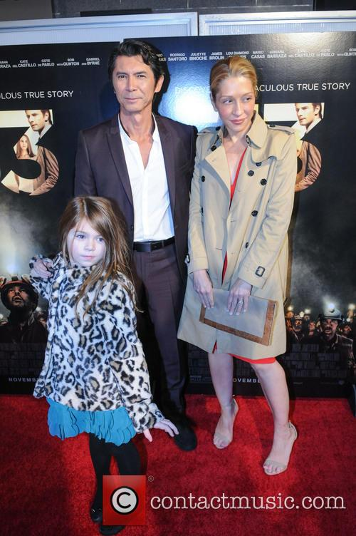 Lou Diamond Phillips, Yvonne Boismier Phillips and Indigo Sanara Phillips 3