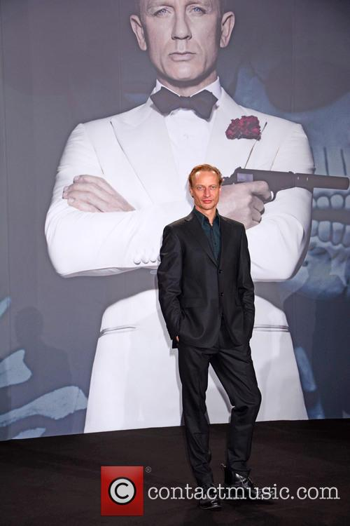 Victor Schefe, Bond and Sony 4