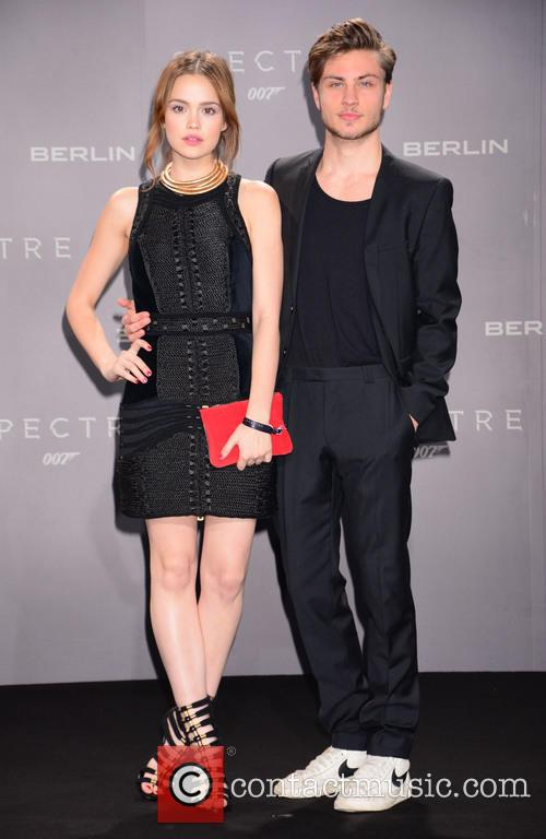 Emilia Schuele, Jannik Schuemann, Bond and Sony 5