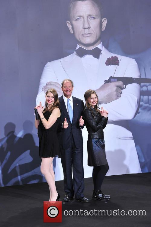 Taylor Emerson, John B. Emerson ( Usa Botschafter), Hayley Emerson and Bond 1