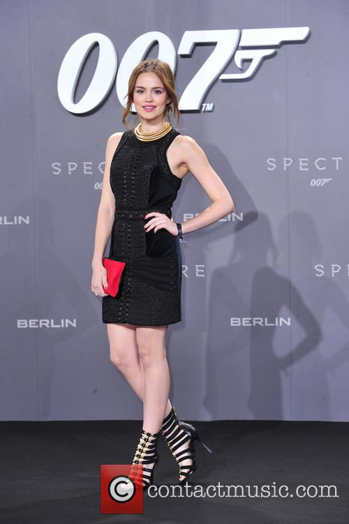 Emilia Schüle and Bond 3