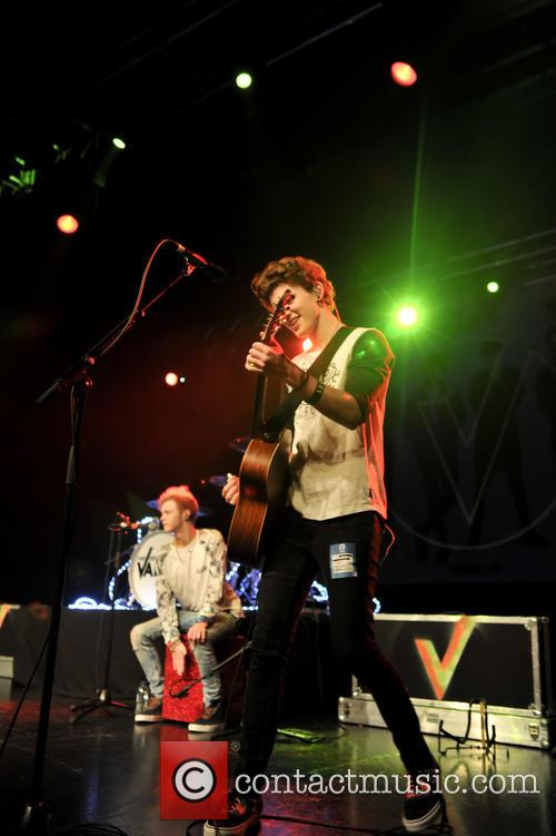The Vamps and The Tides 9