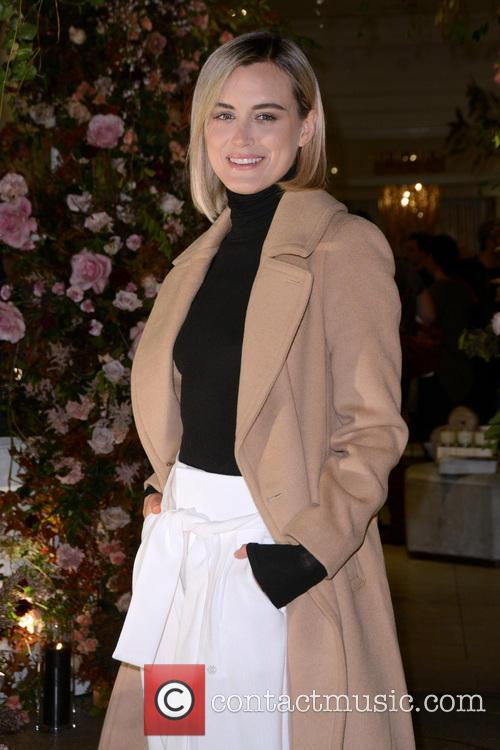 Taylor Schilling 7