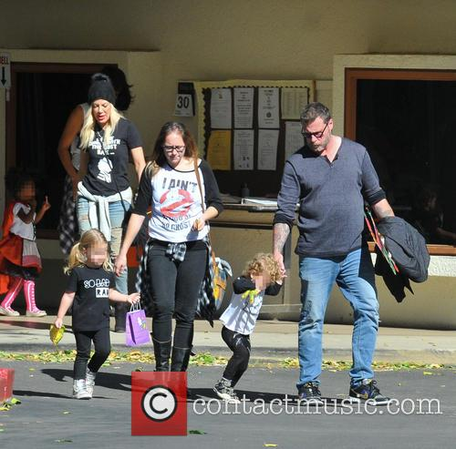 Tori Spelling, Dean Mcdermott, Hattie Margaret Mcdermott and Finn Davey Mcdermott 6