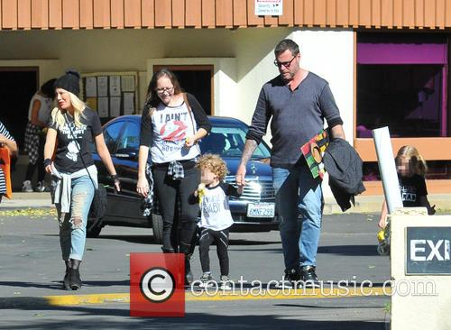 Tori Spelling, Dean Mcdermott, Hattie Margaret Mcdermott and Finn Davey Mcdermott 9