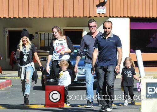 Tori Spelling, Dean Mcdermott, Hattie Margaret Mcdermott and Finn Davey Mcdermott 10